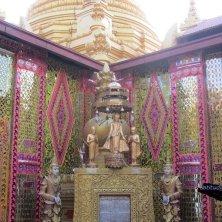 dettagli dorati a Mandalay