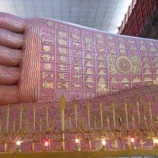 piedi del Buddha senza impalcature