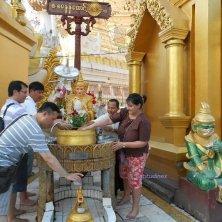 rito zodiacale alla Shwedagon