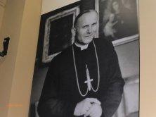 foto del vescovo Karol sul palazzo
