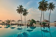 halaveli-maldives-2016-main-pool-03