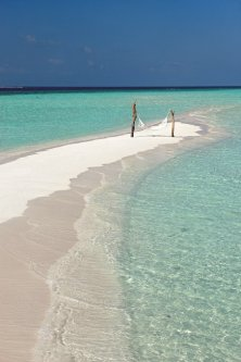 moofushi-maldives-intimate-beach-2