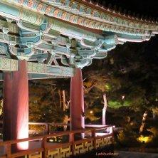 illuminazione notturna al palazzo di Gyeongju