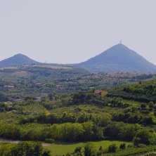 Arquà Petrarca-veduta sui Colli Euganei-EVallarin
