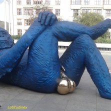 opera moderna piazza Praga