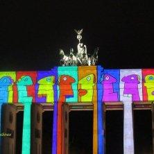 Berlino Porta Brandenburgo illuminata cultura