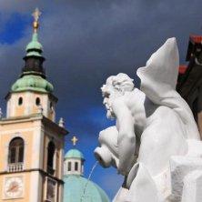 fontana dei fiumi e cattedrale