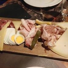 porzioni tagliere formaggi e salumi