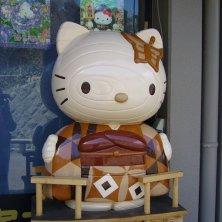 Hello Kitty in legno gatti in Giappone