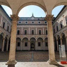 Urbino - Cortile Palazzo Ducale