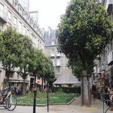 piazza e bar a Saint Malo