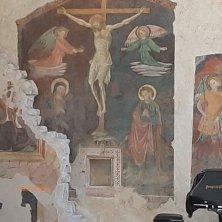 affreschi chiesa Castello di Postignano