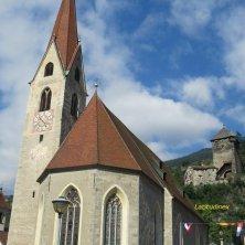 chiesa e torre a Chiusa