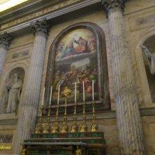 altare laterale in machelite con mosaico di Giulio Romano