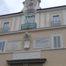 orologio e stemma Palazzo Pontifico Castel Gandolfo