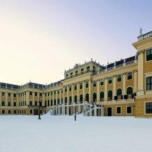 Schloss Schönbrunn im Winter / Schloss Schönbrunn in winter