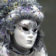 maschera e coriandoli