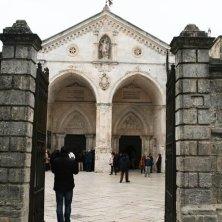 entrata santuario San Michele