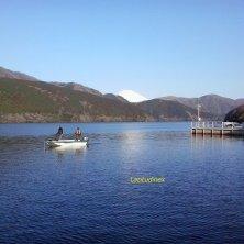 pescatori sul lago Hakone con Fuji