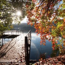 sul lago d'autunno