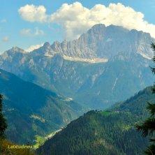 Laste_trekking con vista sul Civetta_phVGaluppo borghi delle Dolomiti