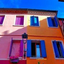 Caorle slow i colori delle case nel centro storico_phEVallarin