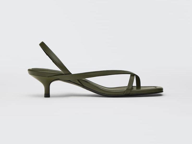 Maleta de viaje - sandalias de Massimo Dutti