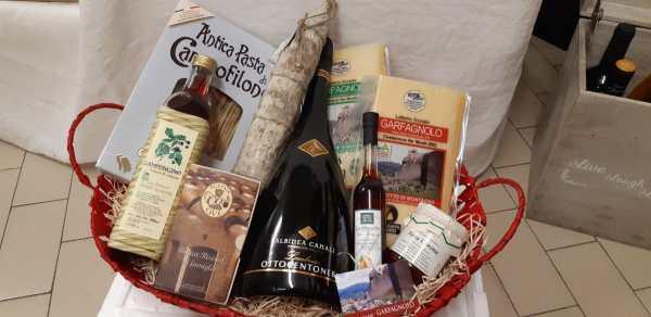 Pacco regalo strenna natalizia con Parmigiano Reggiano DOP, lambrusco, prodotti tipici