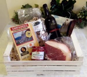 Confezione regalo con Parmigiano Reggiano DOP di Montagna ed altri prodotti tipici