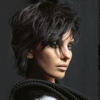 Le tendenze capelli di Mauro Situra mettono la bellezza in prima fila.