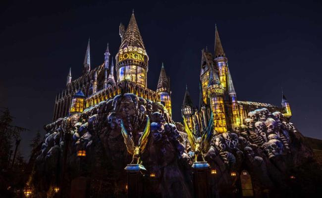 Dark Arts At Hogwarts Castle Projection Show Premieres