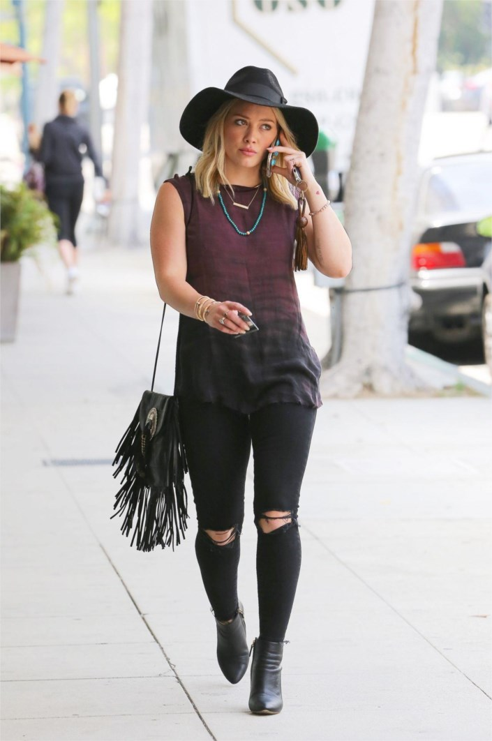 Cat In Fall Wallpaper Hilary Duff Street Style Casual Outfit At West Hollywood
