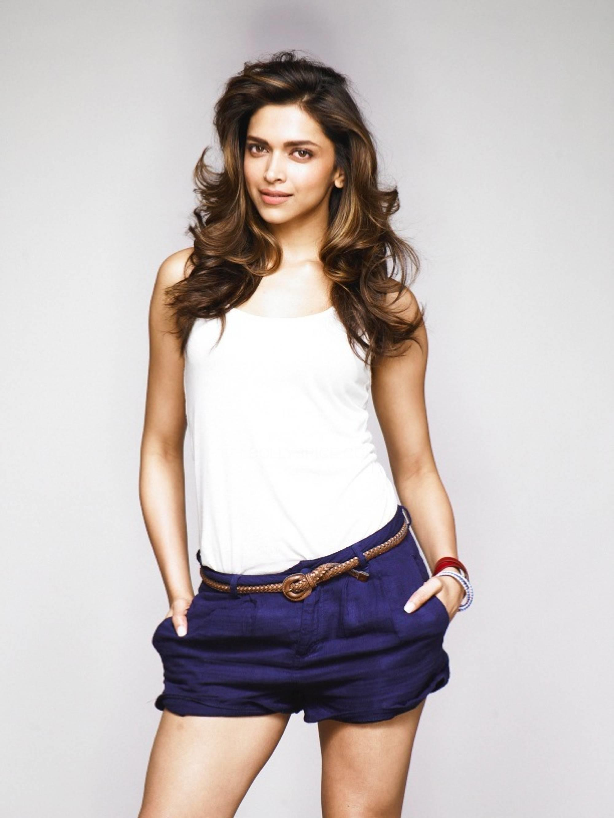 Cute Baby Wallpaper For Facebook Deepika Padukone The Fashion Girl