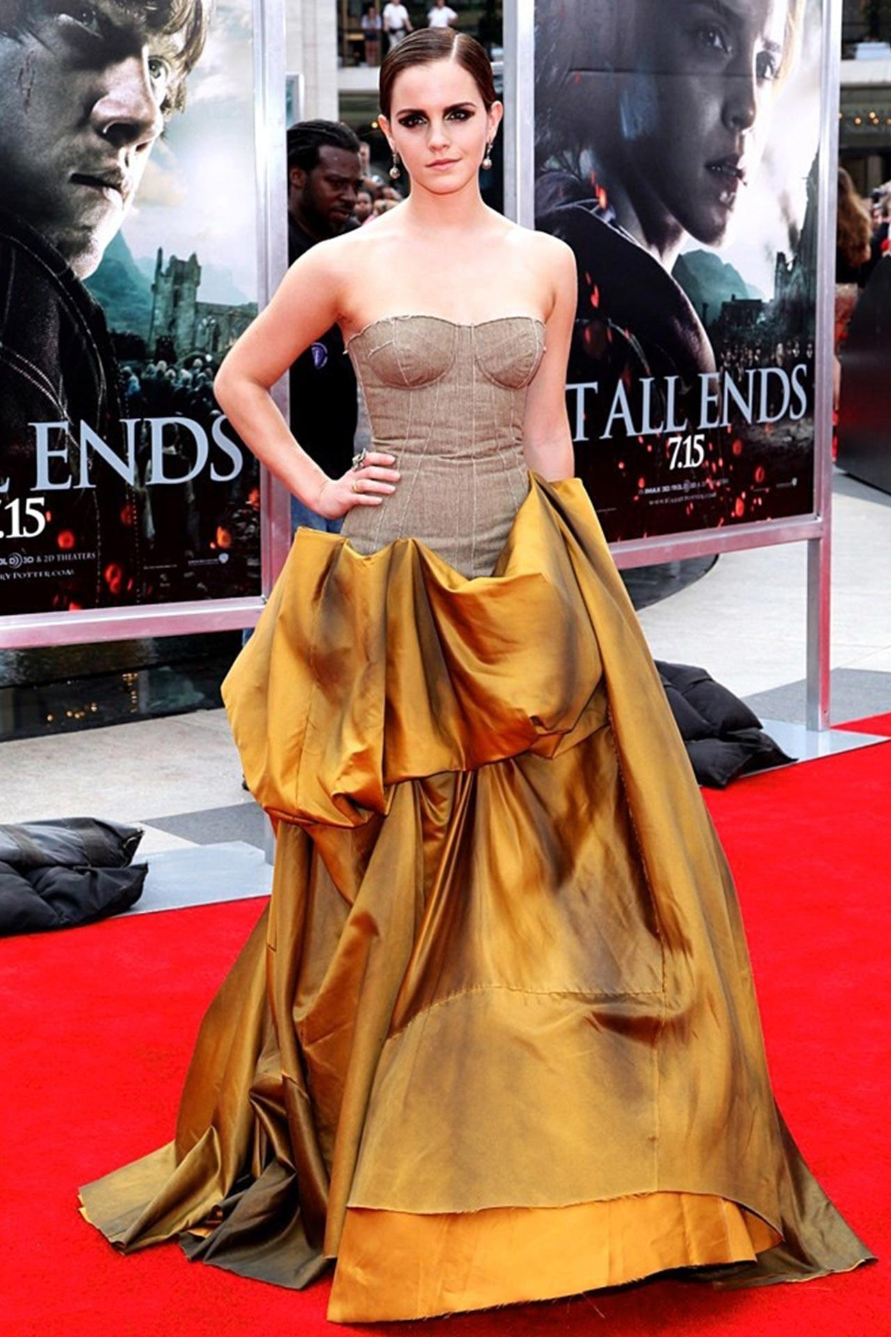 Wallpaper Black And Gold Cute Emma Watson Dazzling In Gold Gown