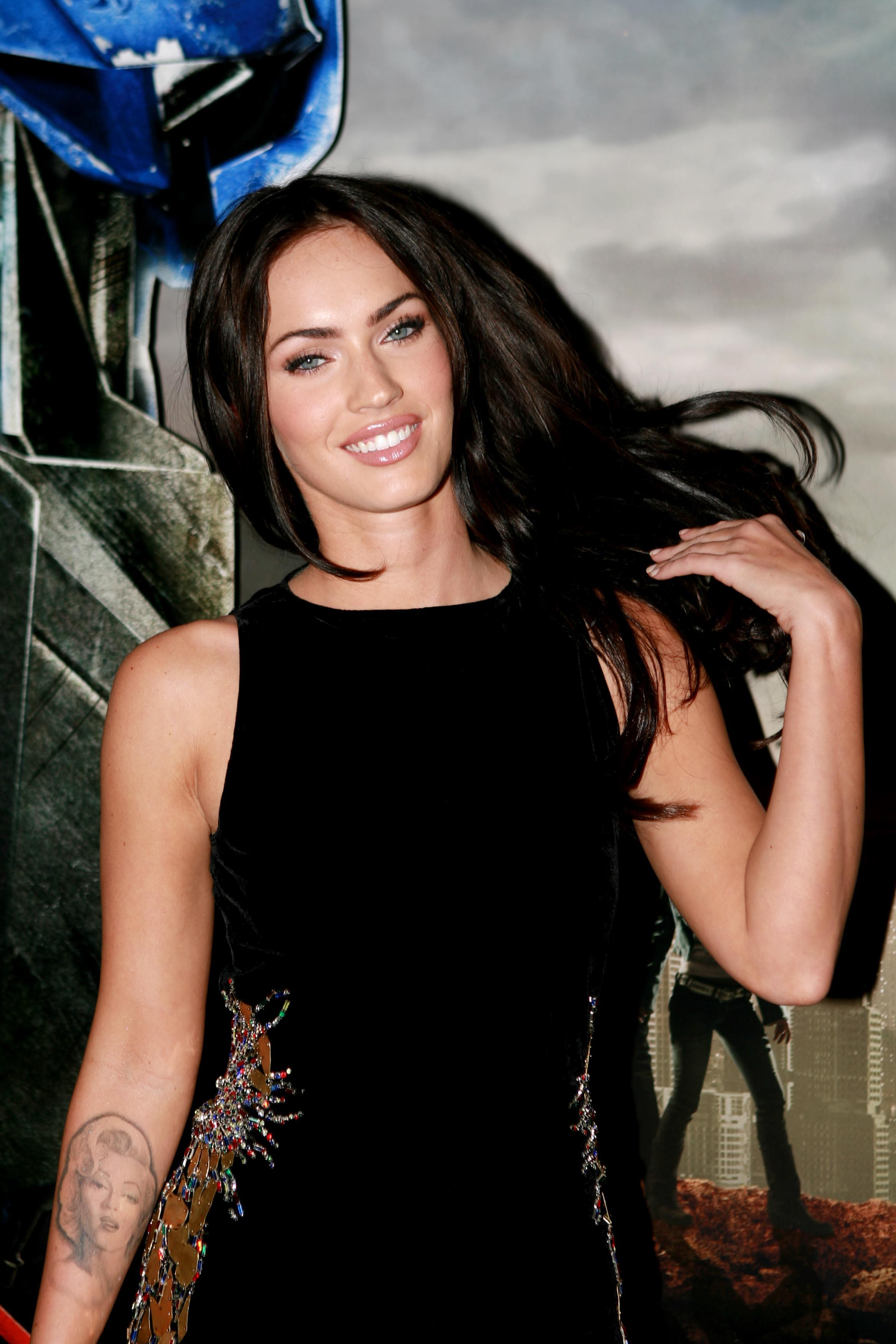 Husband Wife Funny Quotes Wallpaper Top 10 Hot Collection Of Megan Fox In Black