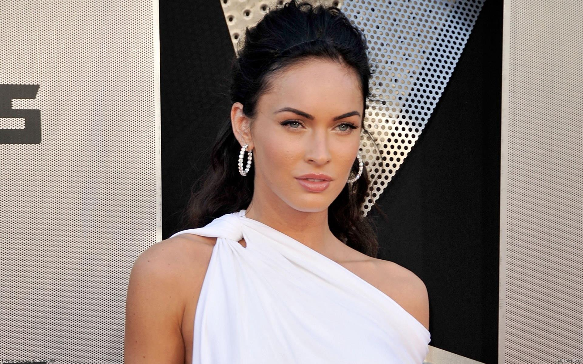 Cute Face Girl Wallpaper Megan Fox Look Sexy In White Dress