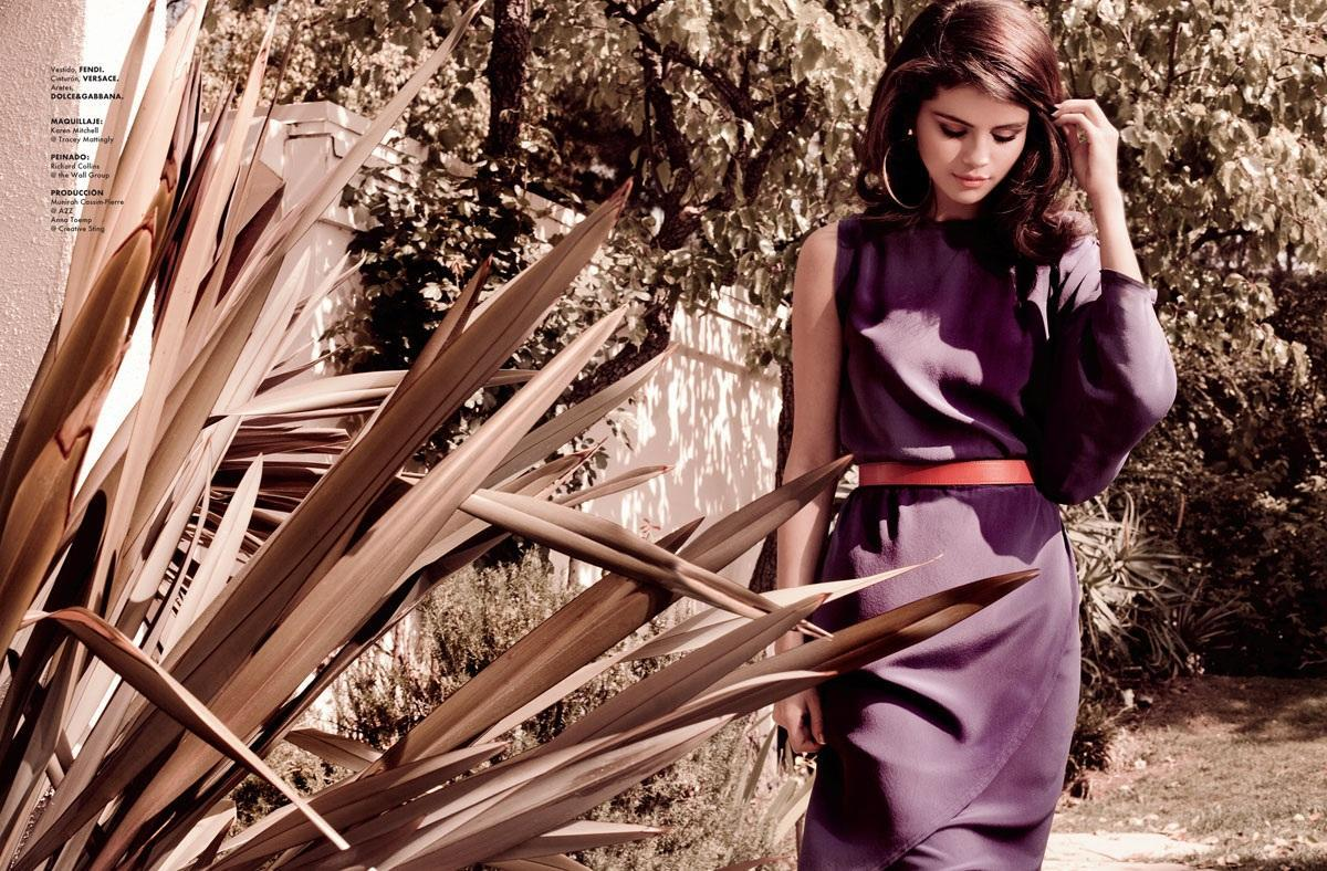 Cute Girl Smiling Wallpaper Selena Gomez Cute Pictures At Elle Magazine Photoshoot