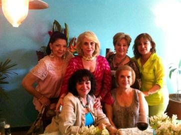 Mi mamá y sus amigas.... ¡Las amo!