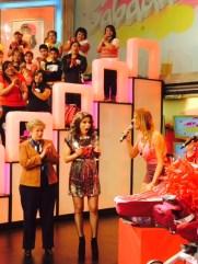 Alessandra Rosaldo recibiendo su regalo...¡Sorpesa!
