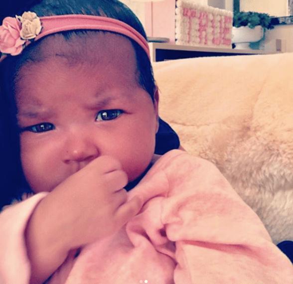 Khloé Kardashian festeja los dos meses de su hija con una dulce foto