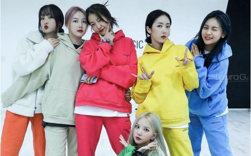 K-POP-sowon-nazi