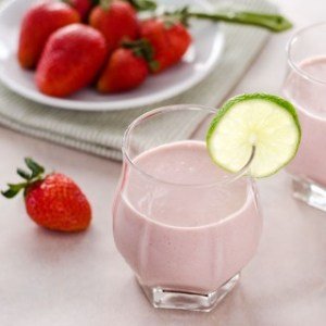 quick & healthy recipe strawberry-coconut-smoothie680x680-3-320x320