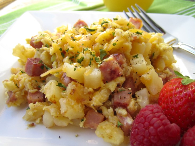 Morning mix-up - Eggs, ham, hashbrowns and cheese breakfast skillet