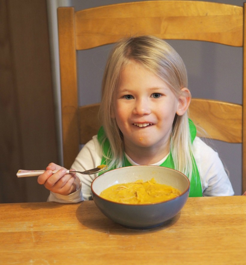Healthy Halloween Making Pumpkin Coconut Soup with Aldi - Aria eating