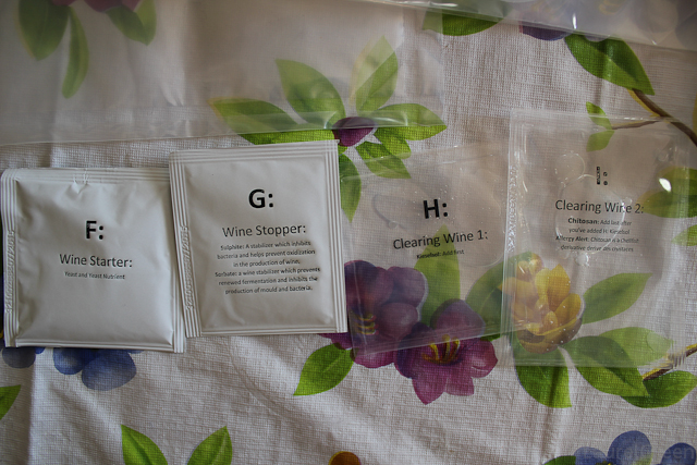 a photo of pouches of yeast, wine stopper, kieselsol and chitosan