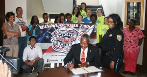 Mayor Johnny Magee signs a proclamation declaring October 7 as National Night Out in the City of Laurel.