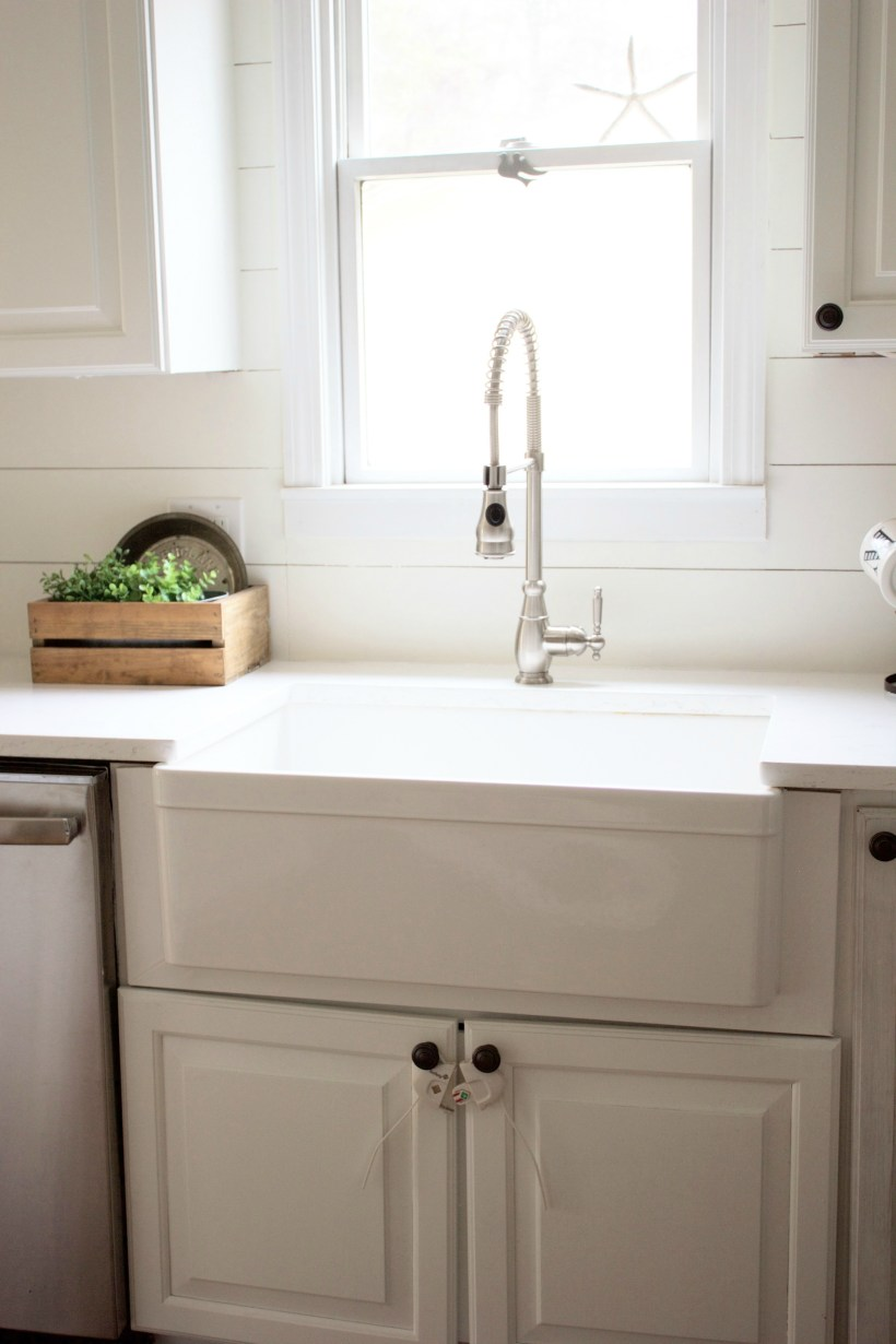 Looking for a farmhouse sink for your home? Check out this list of the Best Farmhouse Sinks, including the different styles available and tips to consider!