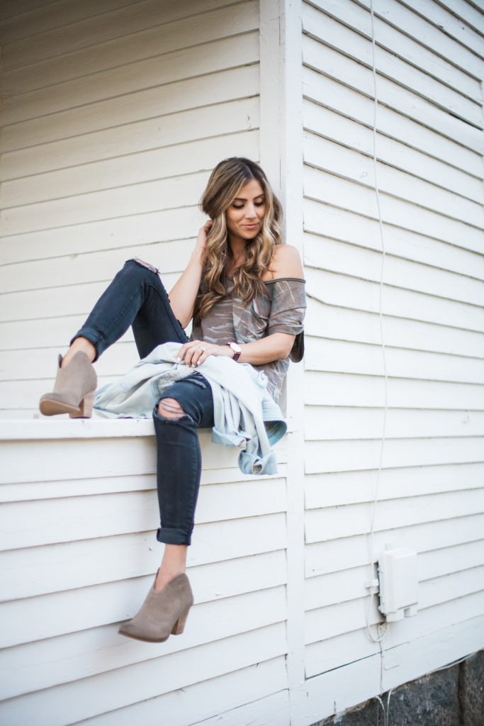 A short list on how to style Western Booties for transitional summer to fall outfits.