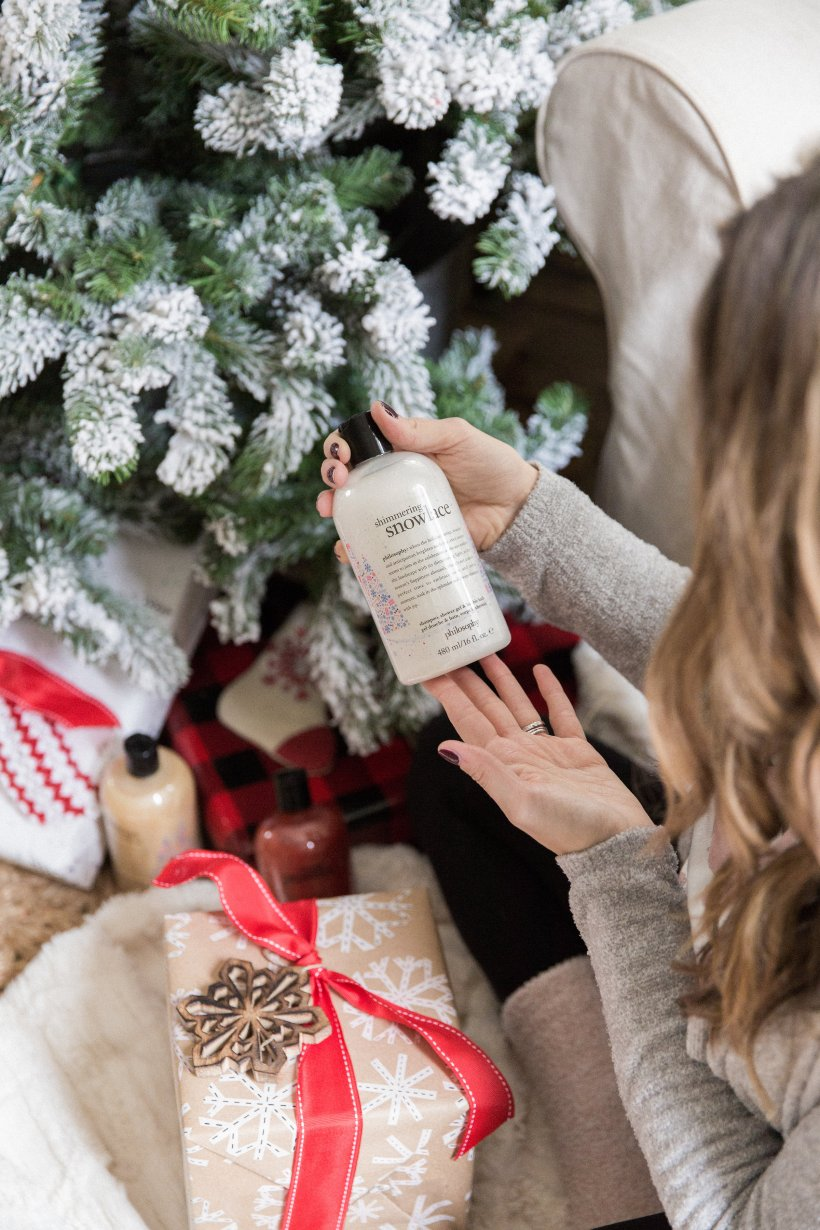 Life and style blogger Lauren McBride shares her Top QVC Holiday Gifts that are a must have for your friends and family!