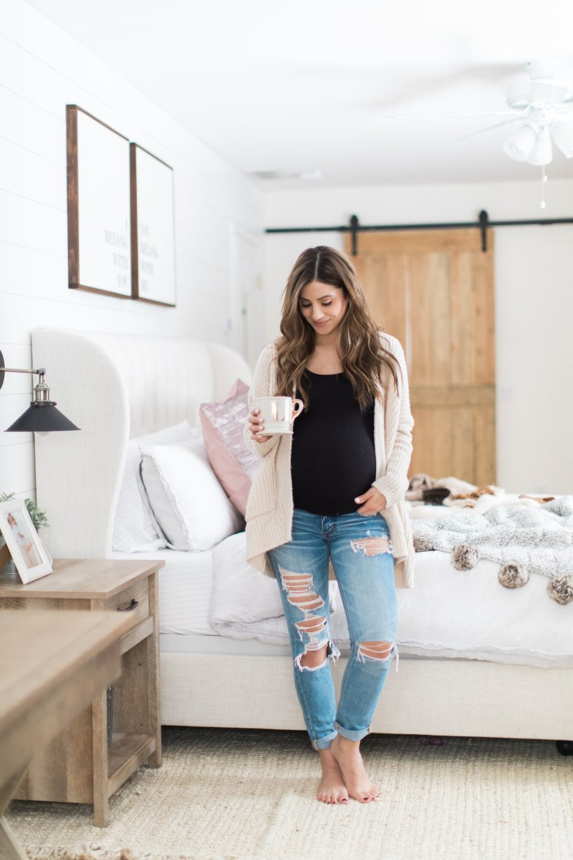 Life and style blogger Lauren McBride shares her Maeband Review, a product for pregnant woman to wear their pre-pregnancy jeans.